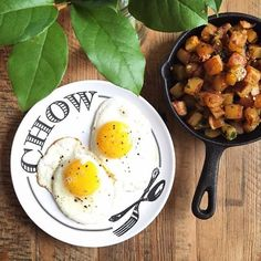 Up at 5:45 a.m. so made @foodnetwork's garlic home fries (featured in their April magazine) after getting caught in the rain during my morning walk. #homefries #friedeggs #breakfast #thekitchen #VSCOcam #vsco #vscofood