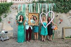 photoboot{ MissMrs } mucho más que una boda  photocall , verde , green , boda