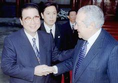 El presidente de Portugal Mario Soares en un viaje oficial a China. En la foto, durante su entrevista con el primer ministro Li Peng, en Pekín. Abril de 1995