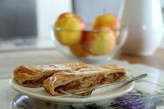 Netradičná štrúdľa z dusených jabĺk - KAMzaKRASOU.sk Apple Pie, Desserts, Food, Basket, Apple Cobbler, Tailgate Desserts, Postres, Deserts, Essen