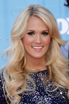 carrie underwood hair color | Carrie Underwood Wavy Ash Blonde Hairstyle | Steal Her Style