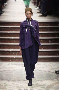 Yohji Yamamoto - Ready-to-Wear - Runway Collection - Women Fall / Winter 2002
