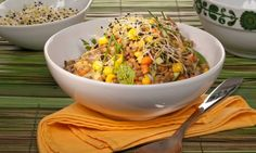 Receta de Bruno Oteiza de ensalada de lentejas con zanahoria, maíz dulce, puerro, cebolla, calabacín, plátano, rabanitos y brotes de ajo, un plato muy nutritivo apto para