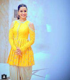 Indian Designer Colelction In Canada, Uk , US, Dubai And AUstralia Designer Party Wear Dresses, Kurti Designs Party Wear, Kurti Neck Designs, Dress Designs, Blouse Designs, Pakistani Dress Design, Pakistani Outfits, Indian Outfits, Indian Clothes