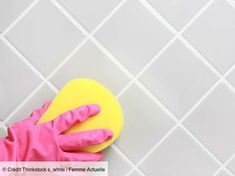7 astuces pour nettoyer les joints de carrelage Wood Bathroom, Bathroom Flooring, Bathroom Ideas, Clean Tile Grout, Professional Carpet Cleaning, Best Teeth Whitening, Grout Cleaner, Oral Health, Health Advice
