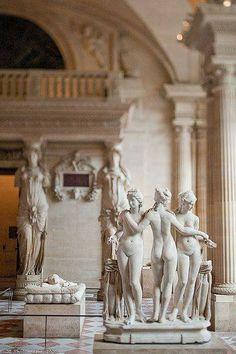 Inside the Louvre - Louvre Museum Jardin Des Tuileries, Louvre Paris, Montmartre Paris, Aesthetic Art, Art And Architecture, Art Museum, Sculpture Museum, Art History, Fine Art