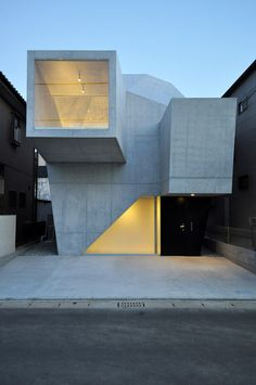 minimalistische Architektur- sklupturales Betonhaus in Japan