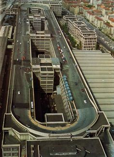 Fiat Lingotto factory in Turin, Italy with a test track on the roof - this is what I want when I go for a coffee break at work; a test track on the roof of the office! Fiat Cars, Fiat Abarth, Fiat 500l, Voyage Europe, Belle Villa, Pista, Vintage Racing, Belle Photo, Bugatti