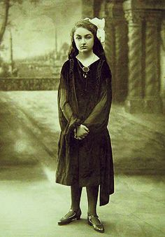 Princess Khadija the daughter of the last Ottoman Khalifa Abdul Al Majeed Old Images, Old Pictures, Rare Photos, Vintage Photos, Indian Colours, Royal Beauty, Islamic World, Strange History, Ottoman Empire