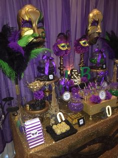 Mardi Gras Themed Candy Buffet in Purple, Green, Black and Gold. Masquerade Party Decorations, Mardi Gras Centerpieces, Masquerade Theme, Mardi Gras Decorations, Mardi Gras Party Theme, Masquerade Ball, Decoration St Valentin, Christmas Party Table, Madi Gras