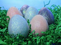 Glittered Easter Eggs >> http://www.hgtv.com/handmade/fun-and-easy-easter-egg-decorating-ideas/pictures/page-15.html?soc=pinterest