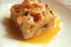 Very delicious bread pudding with bourbon… Pressure cooker vanilla bread pudding. Very delicious bread pudding with bourbon sauce cooked in pressure cooker.An excellent dessert! Southern Desserts, Köstliche Desserts, Holiday Desserts, Dessert Recipes, Dessert Food, Southern Food, Southern Recipes, Appetizer Recipes, Dinner Recipes