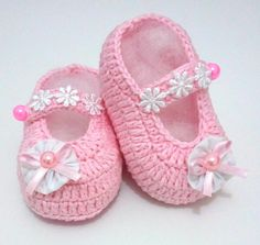 Birth baptism baby shoes girl slippers of ballerinas white pink Knit Baby Shoes, Crochet Baby Boots, Crochet Baby Sandals, Baby Girl Crochet, Crochet Shoes, Baby Socks, Baby Girl Shoes, Crochet Slippers, Baby Booties