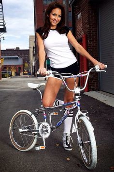 Nice retro feel about this picture, BMX was massive in the and you can imagine photo shoots like this were not uncommon. Vintage Bmx Bikes, Velo Vintage, Bmx Girl, Biker Girl, Bmx Bicycle, Bicycle Girl, Gt Bmx, Bmx Cruiser, Bmx Racing