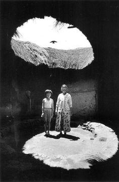 수색동 [Susaek-dong, 水色洞], Seoul, Korea, 1978 사진 김기찬 (1938~ 2005) 'O' shaped house