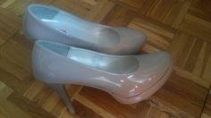 Beżowe buty z lakierku