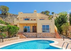 Villa Leon is an elegant holiday villa in the exclusive resort of La Manga Club in Costa Calida, Spain. Offering 3 bedroom accommodation and private pool.