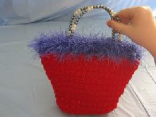 Goes great with red purse and red floral shawl. Purse Patterns, Crochet Patterns, Crochet Ideas, Cheap Fashion, Fashion Outfits, Free Crochet, Crochet Bags, Fur Purse, Tote Organization