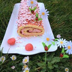 """La cuisine & Claudine: Biscuit roulé à la fraise """"Tagada tsoin, tsoin...""""..."""
