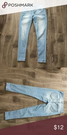 Old Navy Skinny Boyfriend Jeans In excellent condition!  No stinks or stains Old Navy Jeans Skinny