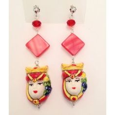 Orecchini rossi con teste in ceramica di Caltagirone, madreperla, cristalli e argento 925 realizzati a mano