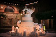 #destinationwedding #destinationweddingplanner #tiamotisposoweddings #langhewedding  #piemontewedding #weddingday #weddingplannermilan #weddingplanner  #tiamotisposoweddings #winecounty #vintage #weddinginacastle #castlewedding #weddingcake