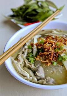 Mien Ga (Chicken Soup with Glassnoodles)