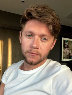 """best niall pics on Twitter: """"boyfriend material… """" One Direction Fotos, One Direction Harry, One Direction Pictures, Direction Quotes, James Horan, Liam Payne, Niall Horan Baby, Naill Horan, Niall Horan Twitter"""