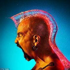 Perruques en eau pour homme sur Zarrbi.com Des perruques en eau sur des hommes chauves