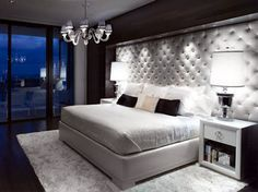 Love the hollywood glamour and the tuffed walls!