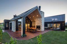 Courtyard House, Facade House, Modern Barn House, Long House, Home Design Floor Plans, Pavilion Architecture, Modern Farmhouse Exterior, Shed Homes, Dream House Exterior