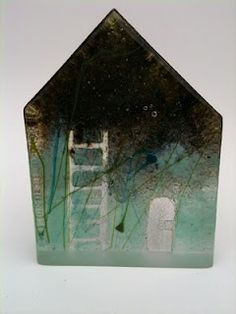 Painted Glass Art Old Windows Sculptures Céramiques, Sculpture Art, Fused Glass, Stained Glass, Kitsch, Cast Glass, Ceramic Houses, Encaustic Art, Monochrom