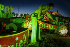 Night tour at the Neon Museum in Vegas on Travel Photo DiscoveryTravel Photo Discovery http://travelphotodiscovery.com/night-tour-at-the-neon-museum-in-vegas/