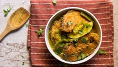 Panch foron die Rui Mach er Jhol/Rohu Fish Curry with Bengali 5 Spices