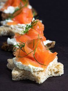 Finger food: the best recipes - Salmon canapes on bread stars The Effective Pictures We Offer You About party club A quality pictu - Holiday Snacks, Snacks Für Party, Appetizers For Party, Salmon Canapes, Tapas, Food Dye, Party Finger Foods, Party Buffet, Xmas Food