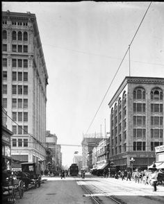 Broadway, looking north from Seventh Street, Los Angeles, ca.1907-1917. http://digitallibrary.usc.edu/cdm/ref/collection/p15799coll65/id/1815