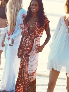 Lotta Stensson Embroidered Knot Tie Dye Robe at Free People Clothing Boutique Boho Chic, Bohemian Mode, Bohemian Style, Bohemian Beach, Casual Chic, Kaftan, Ibiza Fashion, 3d Fashion, Fashion Trends
