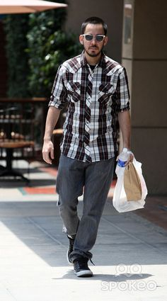 MIKE SHINODA just shopping in my awesome outfit...what?