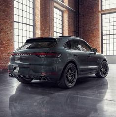 The SportDesign package emphasizes the sporty side of the new Macan S even more. Discover this and other customization options in this… Porsche Suv, Porsche Macan S, Audi Cars, Automobile, Suv 4x4, Ferdinand Porsche, Maserati, Concept Cars, Ford Mustang