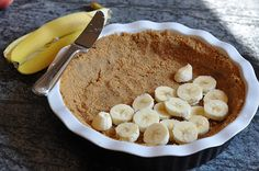 Banoffee Pie 3 bananas 1 tin of sweetened condensed milk 2 cups whipping cream 1 package of digestive biscuits or graham crackers 1 stick of butter 1 tsp vanilla 1 small bar of chocolate Just Desserts, Delicious Desserts, Dessert Recipes, Yummy Food, Pudding Recipes, Digestive Cookies, Digestive Biscuits, Banana Pie, Banana Pudding