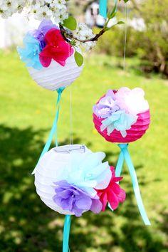 Eine tolle Idee für unsere weissen Papierlampions - How To Make Paper Flower Lanterns by IcingDesign
