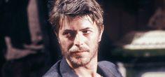 Cosa unisce David Bowie e Bertolt Brecht? Facile: Baal! Baal è la prima opera teatrale di Brecht, scritta all'età di 20 anni.