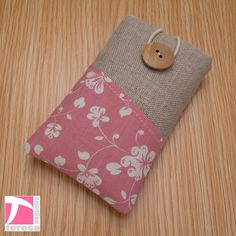iPhone 4 case / iPod sleeve / cell phone by TeresaNogueira on Etsy, €11.00