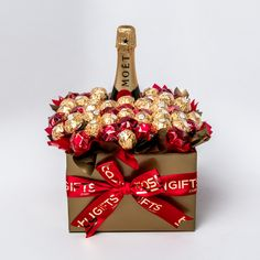 Regalos Mujer Ideas, Chocolate Bouquet, Tray Decor, Valentine Day Gifts, Christmas Crafts, Gift Ideas, Bottle, Birthday, Sweet