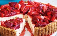 Δροσιστική τάρτα με φράουλες Polish Recipes, Polish Food, Party Desserts, Food Cakes, Greek Recipes, Cake Recipes, Sweet Tooth, French Toast, Sweet Treats