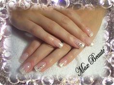 American pearl mani with rhinestone accent nails #pearl tips #American French pink and soft white #natural #off white