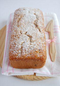 Banana and dried cranberry tea cake / Bolo de banana com cranberries by Patricia Scarpin, via Flickr