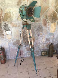 vintage searchlight tripod lamp-manes-marzano.com.ar - manes marzano collection design-reflector de cine antiguo-argentina-www.manes-marzano.com.ar