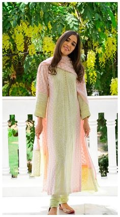 Casual Indian Fashion, Ethnic Fashion, Indian Bridal Outfits, Pakistani Outfits, Bridal Dresses, Kurti Designs Party Wear, Kurta Designs, Dress Designs, Indian Attire