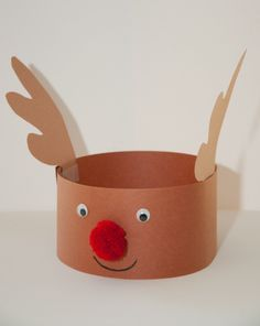 This reindeer hat is cute and festive for your child during the holiday season. Make a reindeer hat this Christmas with your child.